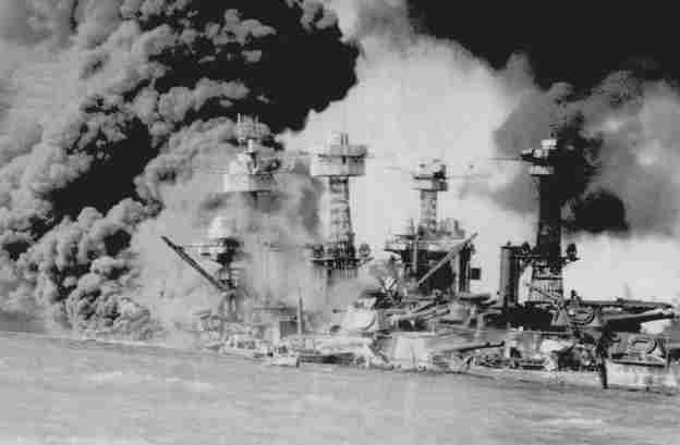 pearl harbour and 911 In the pearl harbor attack, the japanese naval air force launched a devastating surprise attack against us military targets in hawaii, killing 2,335 military personnel and 68 civilians.